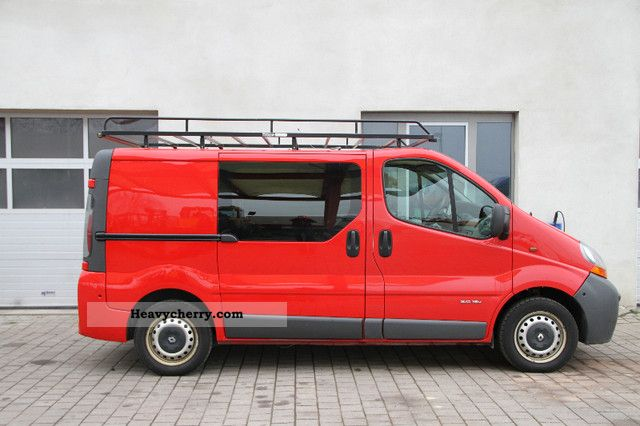 renault trafic 2 0 apc full service history p green 2005 box type delivery van photo and. Black Bedroom Furniture Sets. Home Design Ideas