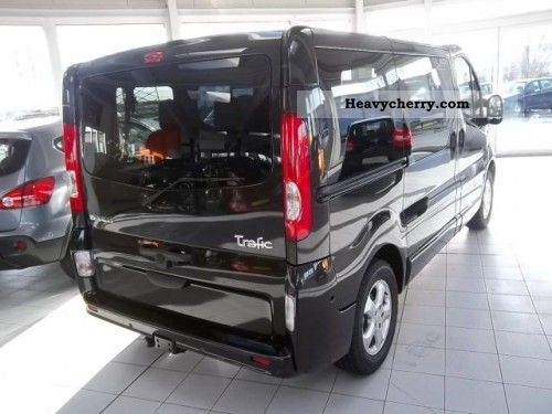 renault trafic passenger black edition 2 0 dci 2011 clubbus photo and specs. Black Bedroom Furniture Sets. Home Design Ideas