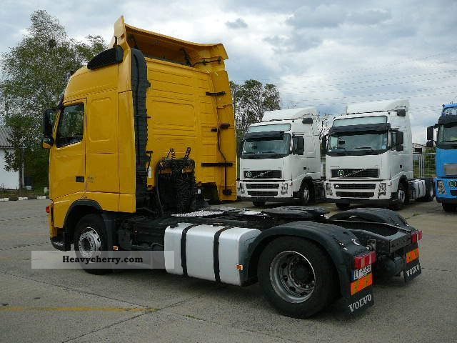 Tractor Trailer Units : Volvo fh standard tractor trailer unit photo and specs