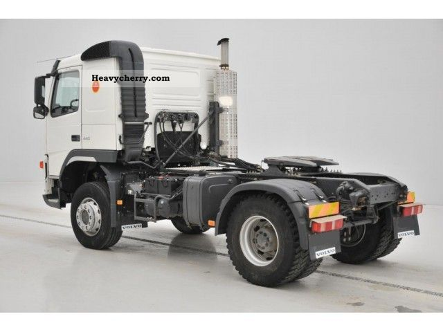 volvo fm     standard tractortrailer unit photo  specs