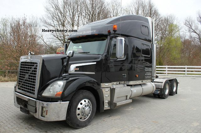 2008 Volvo  VT880 USA TRUCK ADR Semi-trailer truck Standard tractor/trailer unit photo