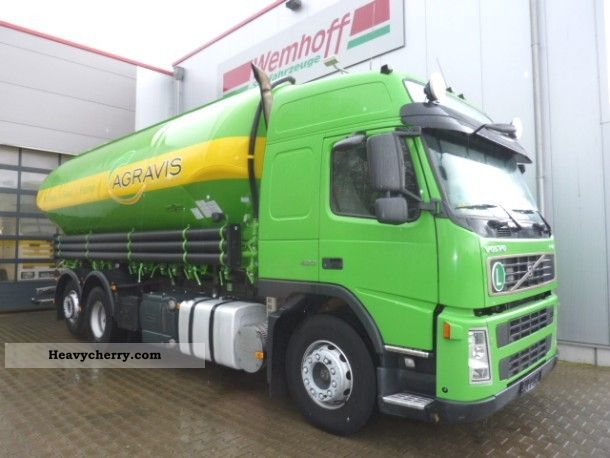 2005 Volvo  FM 12420-31 m³ Spitzer tanker Truck over 7.5t Food Carrier photo