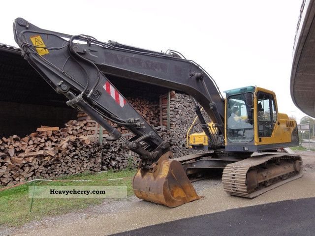 2005 Volvo  EC 210BLC Construction machine Caterpillar digger photo