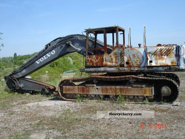 1998 Volvo  390 Fire damage Construction machine Caterpillar digger photo