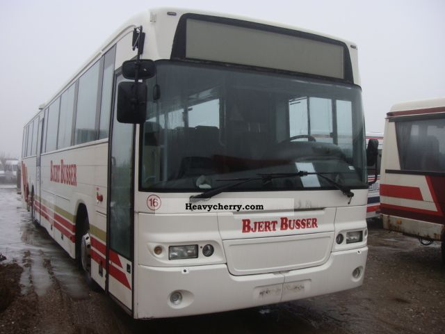 2002 Volvo  B 12 M Coach Cross country bus photo