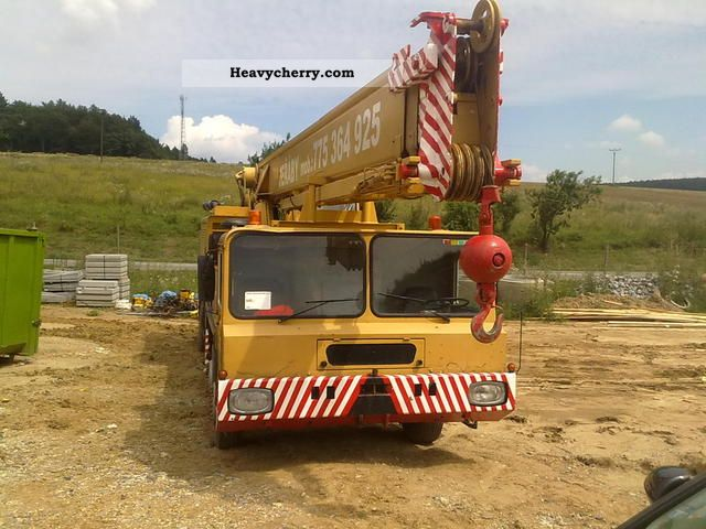 1982 Faun  40 Truck over 7.5t Truck-mounted crane photo