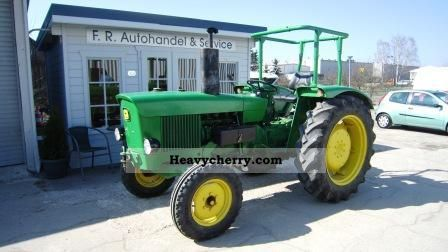 1971 John Deere  820 26 KW Agricultural vehicle Tractor photo