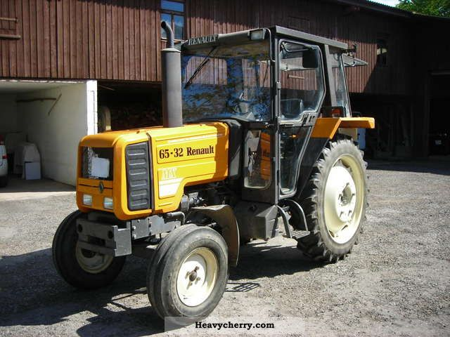 1989 Claas  Renault MX 65-32 Agricultural vehicle Tractor photo