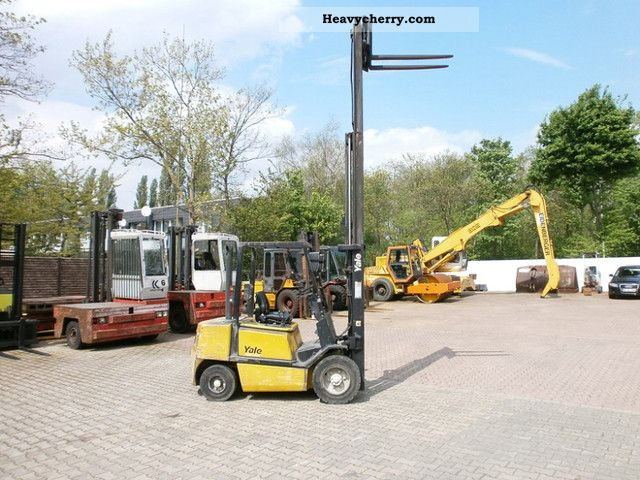 2004 Yale  GDP30, 3to Huibkraft, Triplex Forklift truck Front-mounted forklift truck photo