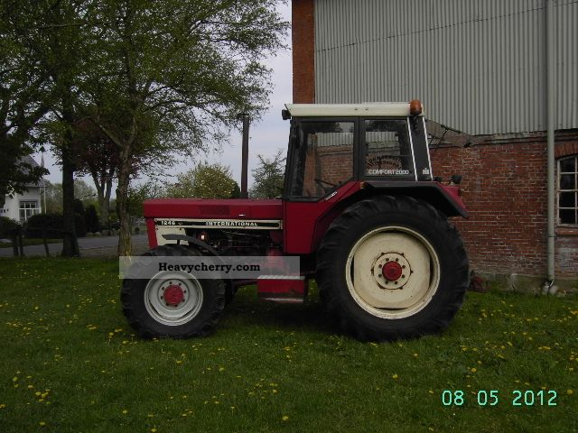1975 IHC  AS 1246 Agricultural vehicle Tractor photo