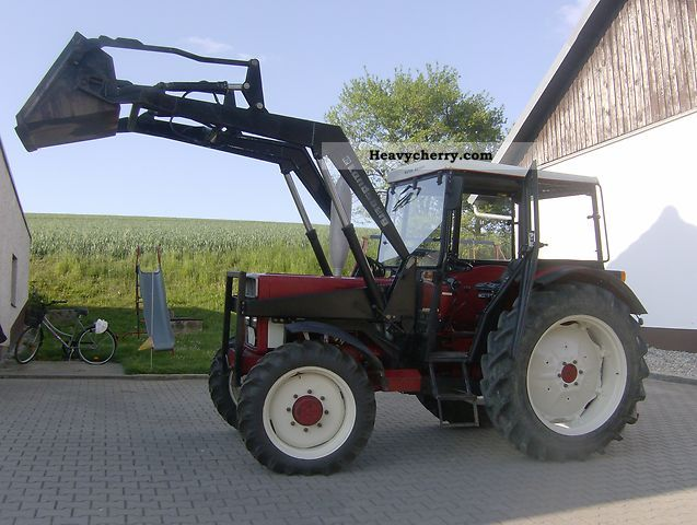 1984 IHC  733 AS Agricultural vehicle Tractor photo