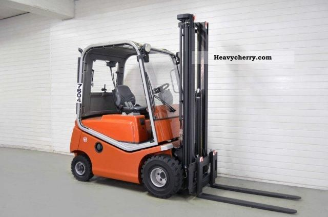 2005 BT  C4D 200D, SS, FREE LIFT, HALF CABIN Forklift truck Front-mounted forklift truck photo