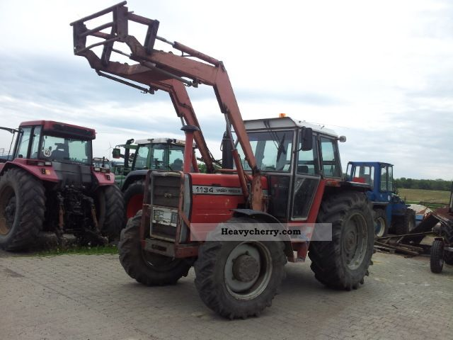 1983 Agco / Massey Ferguson  1134 with front loader Agricultural vehicle Tractor photo