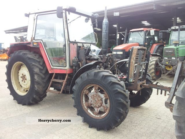 1988 Agco / Massey Ferguson  387-engine-damage Agricultural vehicle Tractor photo