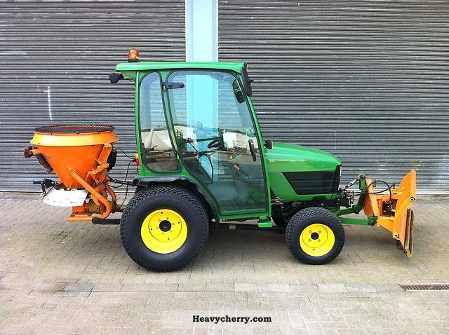 2005 John Deere  4110 Agricultural vehicle Tractor photo