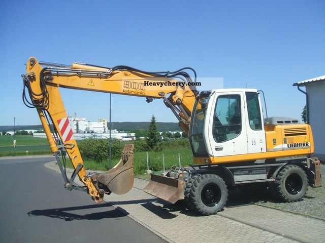2005 Liebherr  900 Litronic Construction machine Mobile digger photo