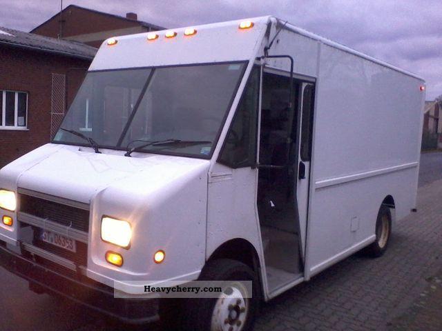 FREIGHTLINER CUMMINS DIESEL 5 9 MT 45 STEPVAN 2000 Box Truck