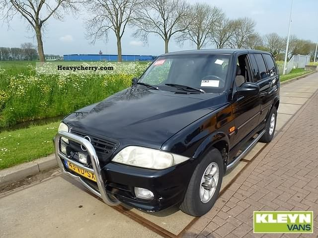 1998 Other  SsangYong Musso 2.9 D Van or truck up to 7.5t Box-type delivery van photo