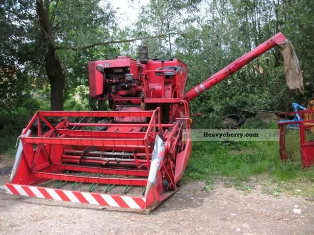 2012 Massey Ferguson  31 Agricultural vehicle Harvesting machine photo