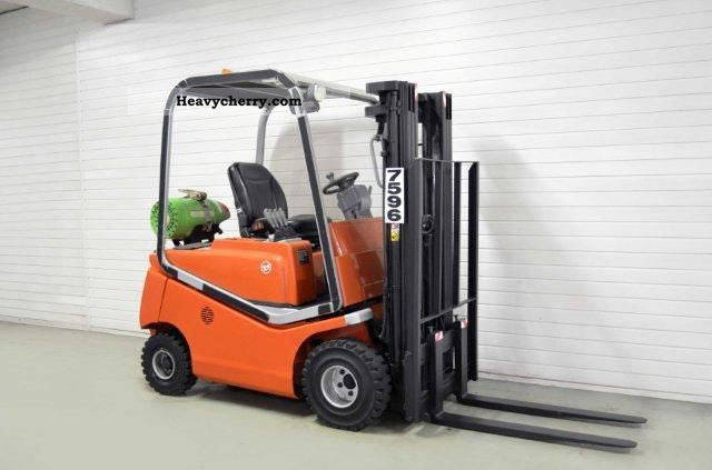 2004 BT  CBG 20, SS, TRIPLEX, 184Bts ONLY! Forklift truck Front-mounted forklift truck photo