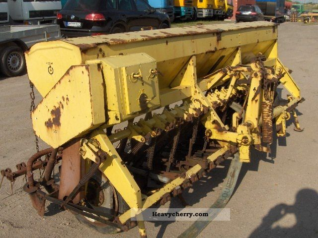 1981 Fortschritt  Saxonia A 202 drill Agricultural vehicle Seeder photo