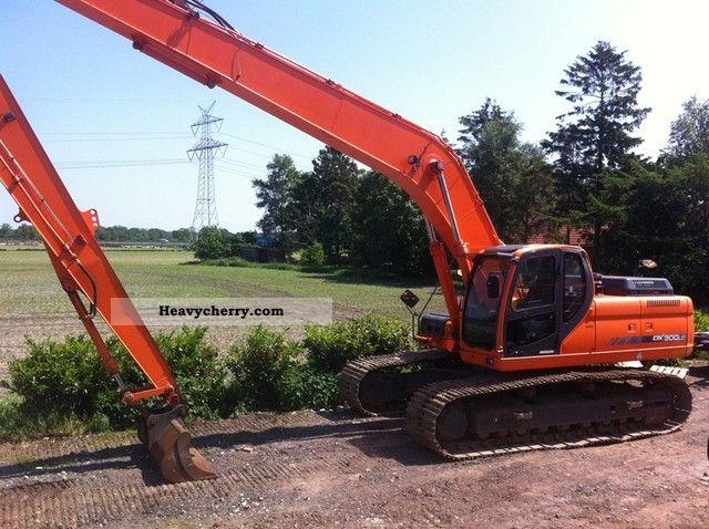 2007 Doosan  DX 300 LC Long Reach - 18m boom! Construction machine Caterpillar digger photo