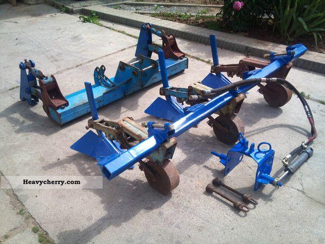 2012 Fortschritt  RS09/GT124 Kartoffelvielfachhäufelgerät complete. Agricultural vehicle Harvesting machine photo