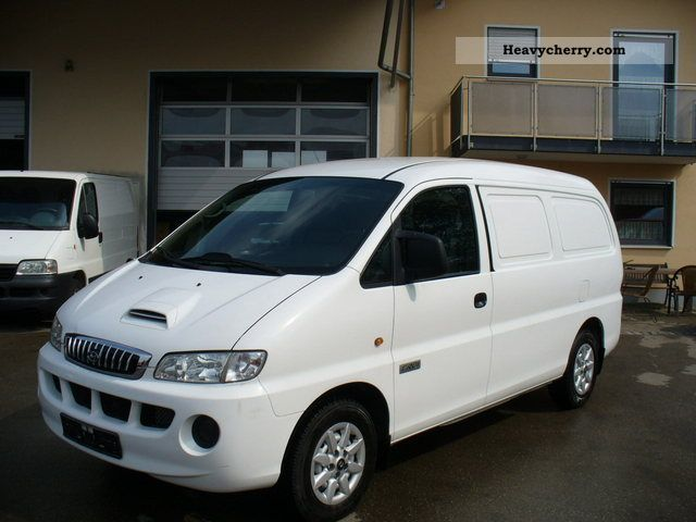 2007 Hyundai  H 1 CRDI SV long climate EURO 4 Van or truck up to 7.5t Box-type delivery van - long photo