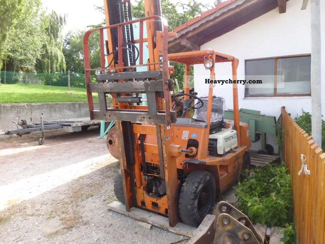 1992 Toyota  4FD25 Forklift truck Front-mounted forklift truck photo