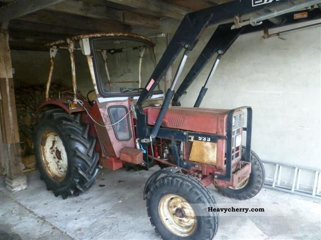 1975 IHC  533 Agricultural vehicle Tractor photo