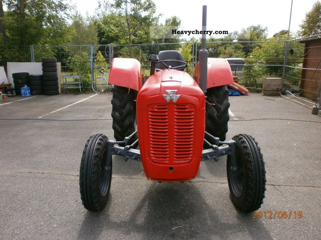 1952 Agco / Massey Ferguson  135 Agricultural vehicle Tractor photo