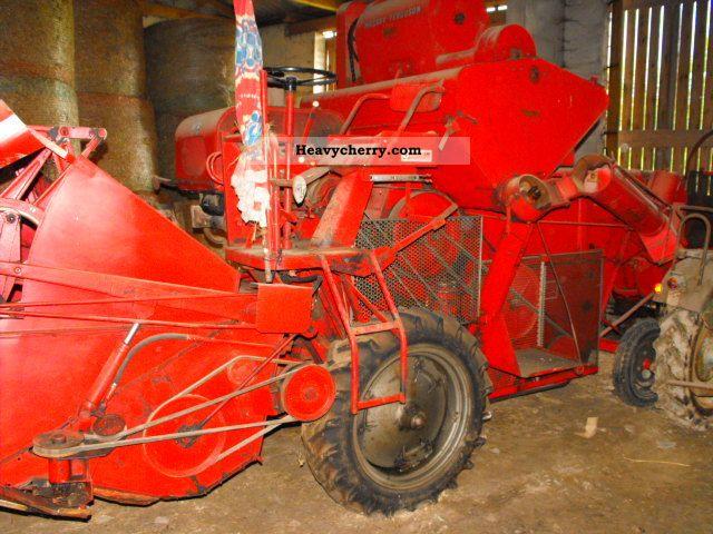 2012 Massey Ferguson  Combine 630S Agricultural vehicle Harvesting machine photo