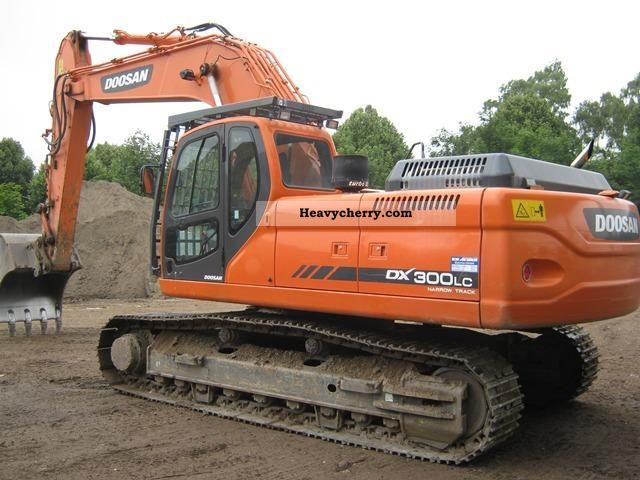 2010 Doosan  DX 300 NLC Construction machine Caterpillar digger photo