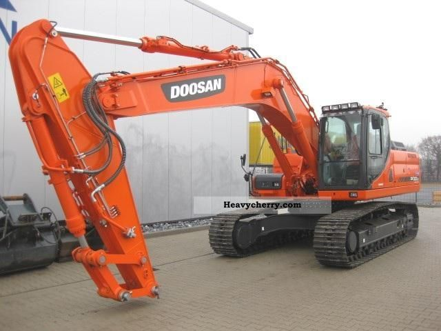 2011 Doosan  DX 300 NLC Construction machine Caterpillar digger photo