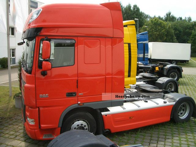 2008 DAF  105.410SSC Semi-trailer truck Standard tractor/trailer unit photo