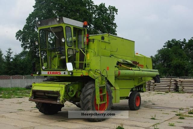 1980 Claas  DOMINATOR 105 Agricultural vehicle Combine harvester photo