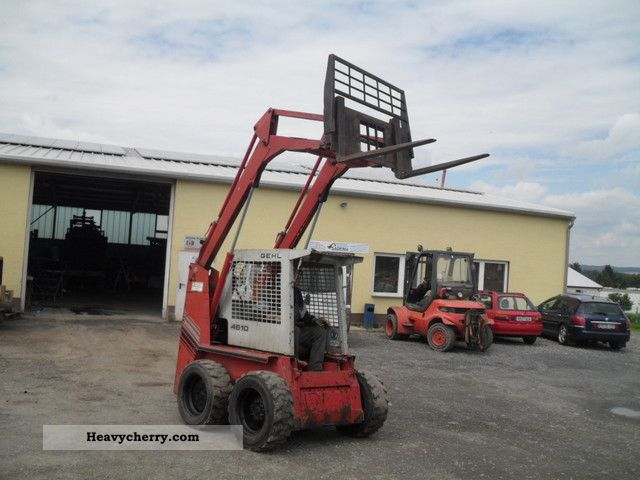 1992 Gehl  Skid Steer 4610 2.2 tonnes Construction machine Mini/Kompact-digger photo