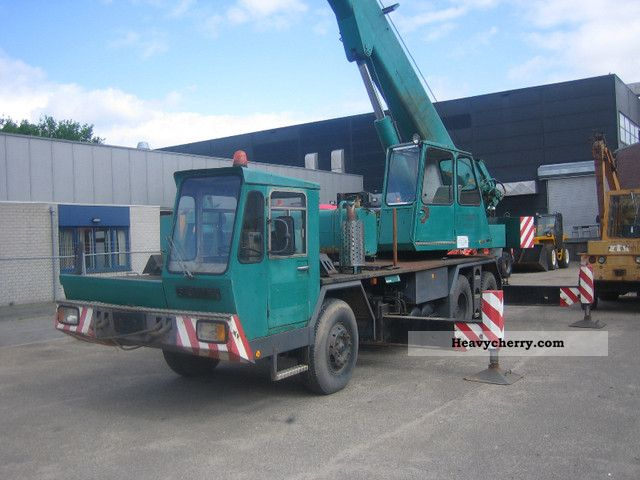 1974 Faun  KF30.31 48 Construction machine Construction crane photo