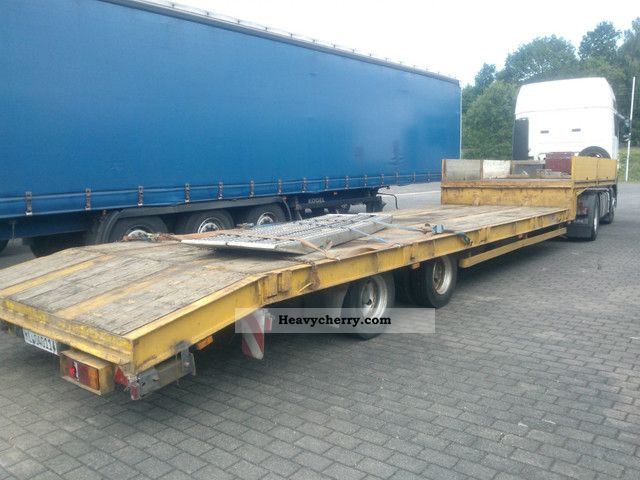 1996 Hoffmann  Low boy trailer with ramps 13 m (Germany) Semi-trailer Low loader photo