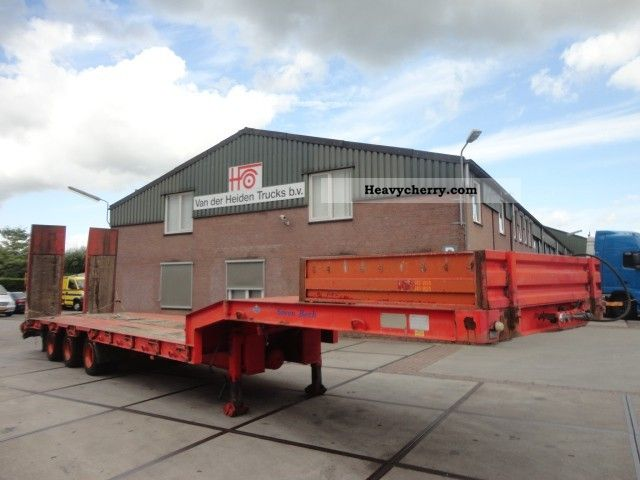 2002 Broshuis  3AS DIEPLADER MET RAMPS Semi-trailer Low loader photo