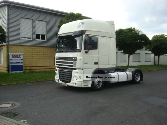 2012 DAF  105 460 SSC Low Semi-trailer truck Volume trailer photo