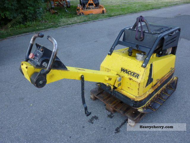 2001 Wacker  DPU 100-70 PLATE VIBRATORY * Rüttelplatte * E * START Construction machine Compactor photo