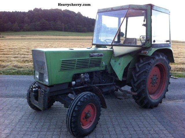 1972 Fendt  102 S Agricultural vehicle Tractor photo