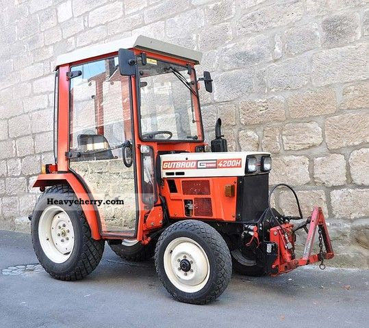 1994 Gutbrod  4200 Utility tractor cab four-wheel Agricultural vehicle Tractor photo