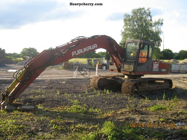 1992 Furukawa  635 E Construction machine Caterpillar digger photo