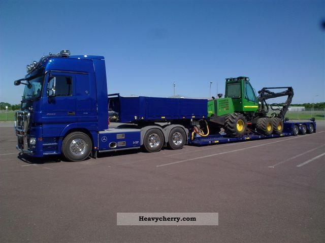 2004 Doll  3-axle lowboy Semi-trailer Low loader photo