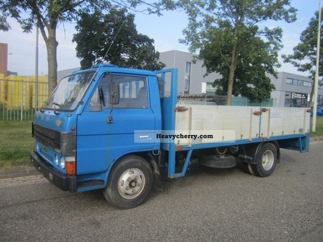 1987 Mazda  B-series Van or truck up to 7.5t Box photo