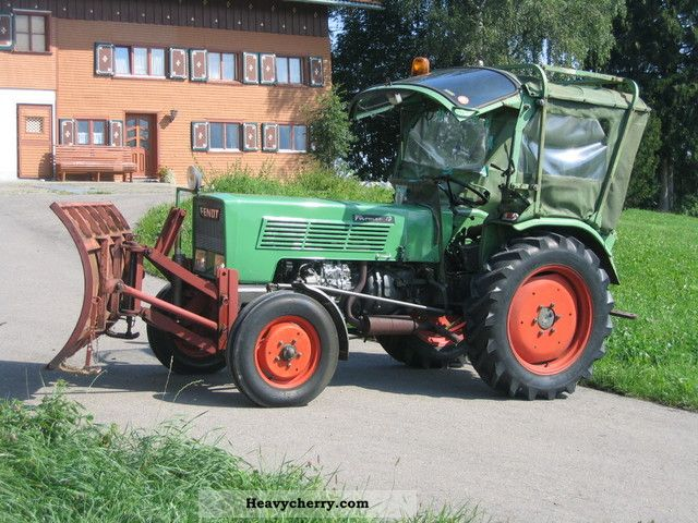 1973 Fendt  Farmer 1D / Fl 131 with snow plow Agricultural vehicle Tractor photo