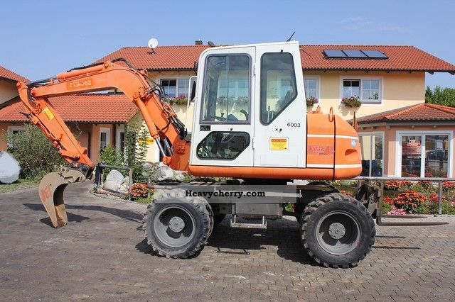1999 Atlas  1004 Construction machine Mobile digger photo