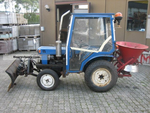 Iseki TX 2160 F 1985 Agricultural Tractor Photo and Specs